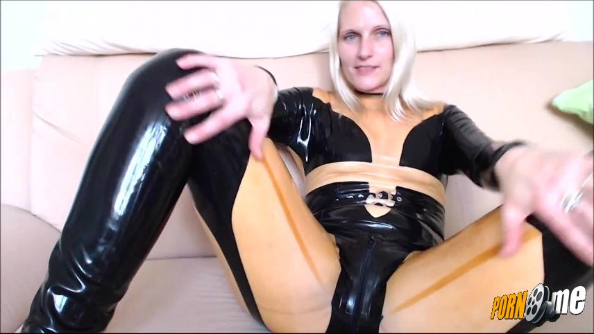 Sweetchantal81 in Fick deine Latexschlampe