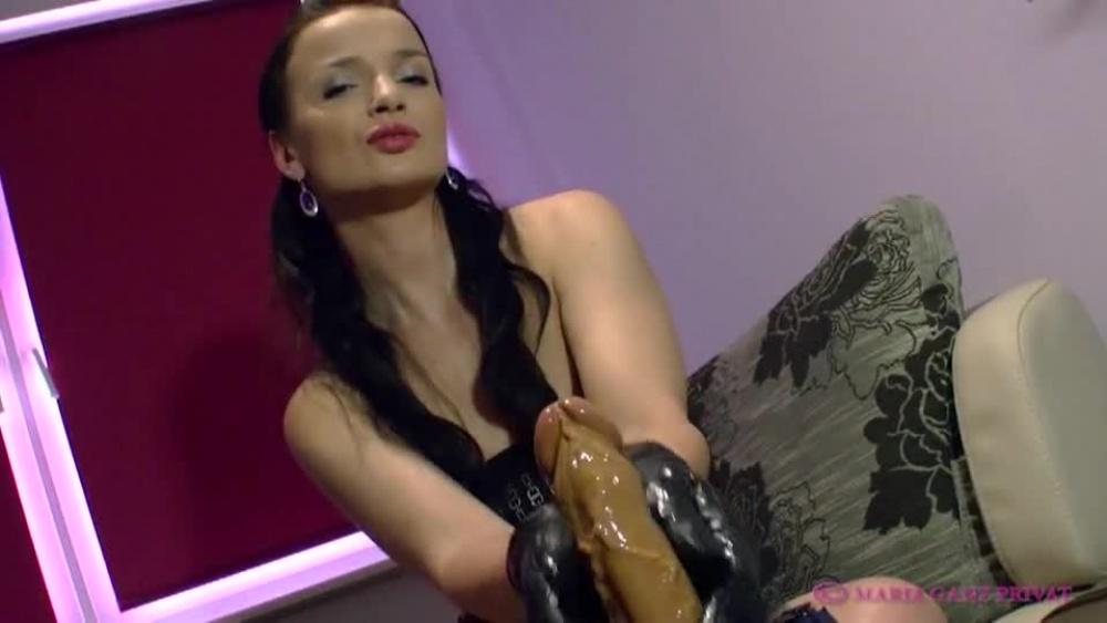 Maria-Mia - Schwanz wixxen in Lederhandschuhen › Schlampenblog
